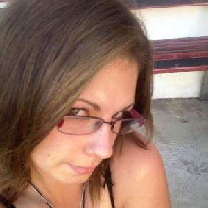 hübsche Brillenträgerin